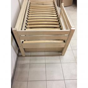 Детская кровать Rostik с бортиком (без покрытия)